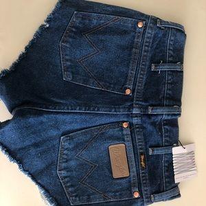c78646e6 Wrangler Shorts - NWT Urban Renewal Vintage Wrangler Shorts Sz29